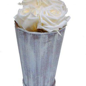 composition de roses blanches