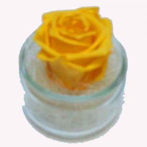 composition de roses jaunes